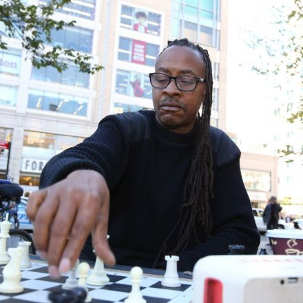 This NYC chess hustler makes $400 a day