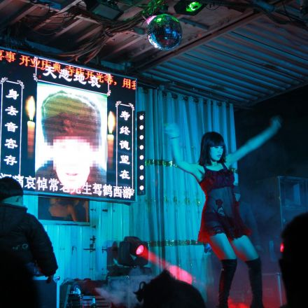 China vows to crack down on funeral strippers