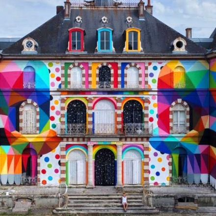 Twin skulls transform the facade of this 19th century French castle.