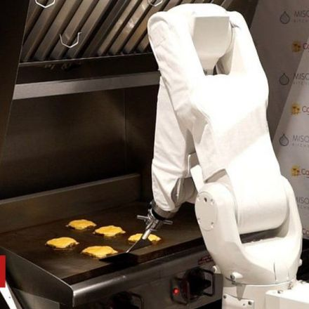 Burger-flipping robot begins first shift