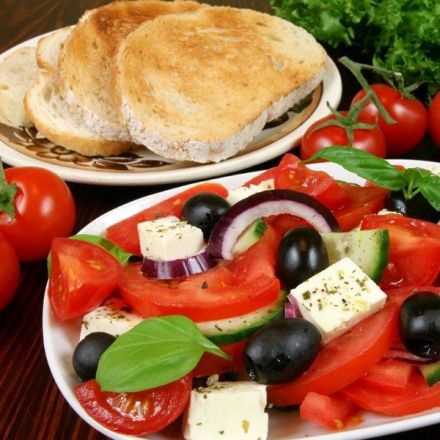 Mediterranean-type diet is associated with higher psychological resilience in a general adult population: findings from the Moli-sani study
