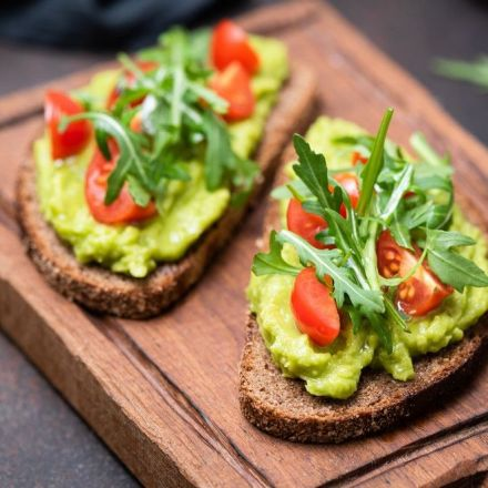 One avocado a day helps lower 'bad' cholesterol for heart healthy benefits