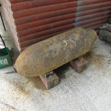 Man Brings a 250 Kilogram WW II American Bomb into his Courtyard