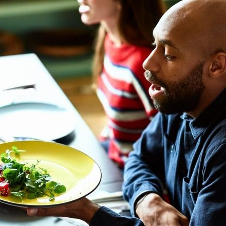 Men Are Embarrassed to Order Vegetarian Food, British Study Finds