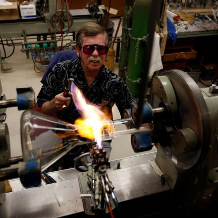 Caltech glassblower's retirement has scientists sighing