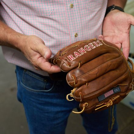 The Last American Baseball-Glove Maker Refuses to Quit