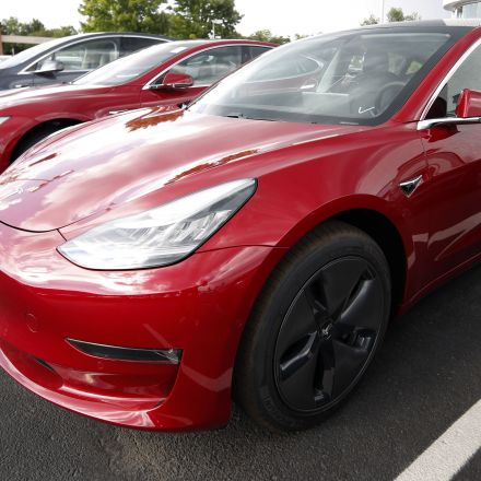 Tesla reportedly made its 100,000th Model 3