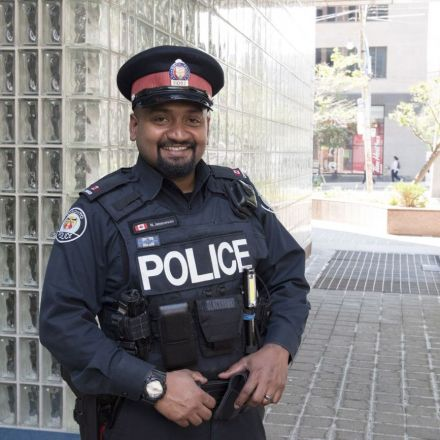 Teen lands job after cop buys him the clothes he allegedly tried to steal for a job interview   Toronto Star