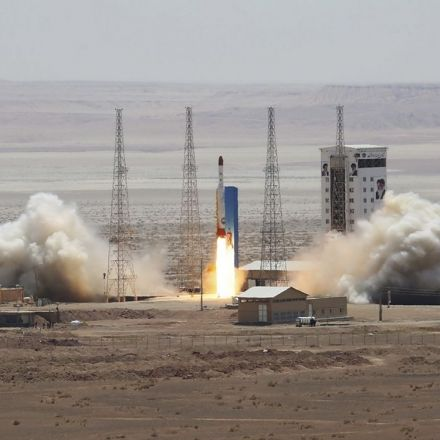 Report: Iran successfully launches satellite-carrying rocket into space