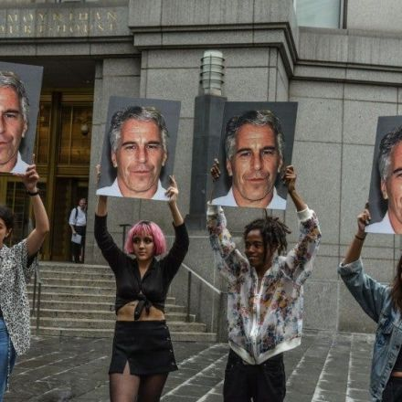 Epstein family pathologist says financier's body shows signs of homicide