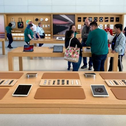 New Apple Store design changes prioritize a straightforward shopping experience