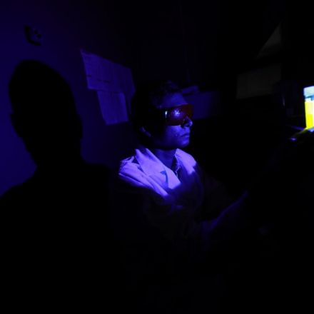 Chemists discover how blue light speeds blindness