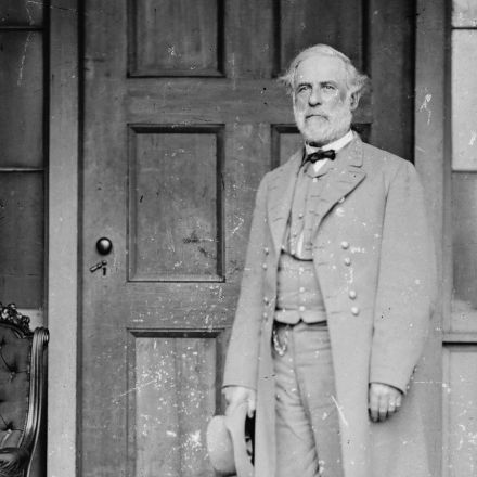 Where Robert E. Lee's portrait belongs
