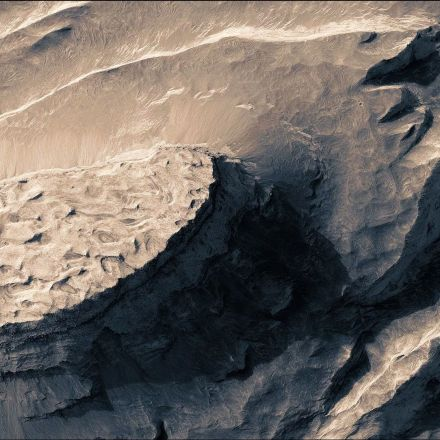 Stop What You're Doing and Watch This Stunning Video of Mars
