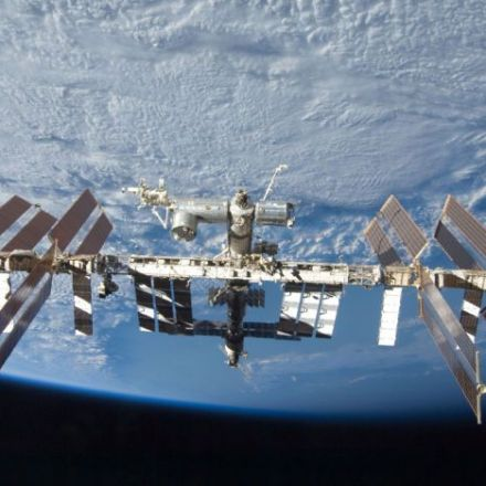 "A new report questions ""viability"" of plan to privatize the space station"