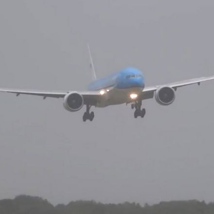 Watch this white-knuckle jumbo jet landing in tenacious Amsterdam wind storm