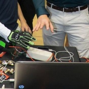 Hands Omni haptic glove lets gamers feel virtual objects