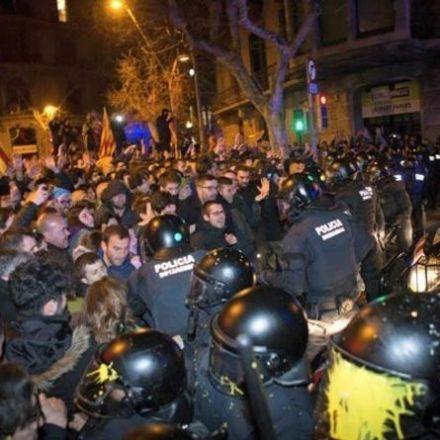 Violent protests break out in Barcelona - riot police on scene