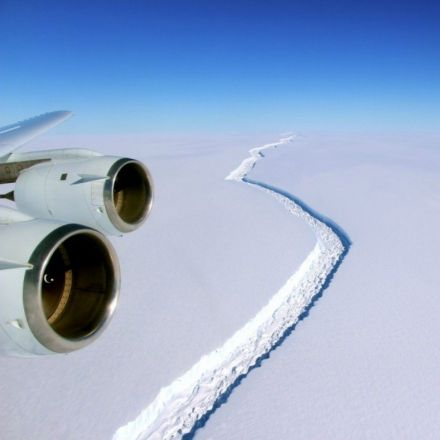 The huge crack in this Antarctic ice shelf just grew by another 6 miles