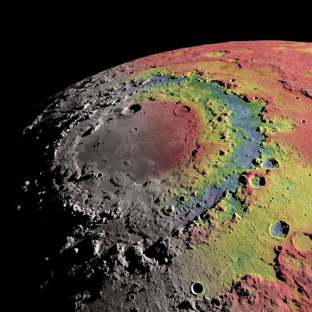 Research helps explain formation of ringed crater on the moon