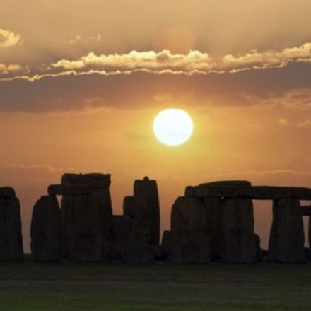 Stonehenge's tallest stone 'points at winter sunrise'