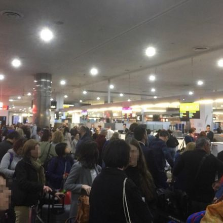Passengers face chaos after 'airport check-in systems crash across globe'