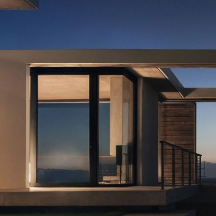 Elon Musk is giving 50,000 South Australian homes free solar panels and batteries