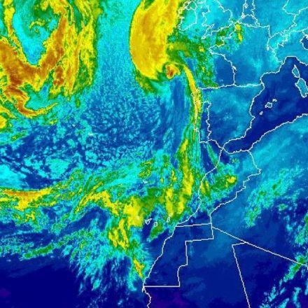 Ireland on lockdown as ex-Hurricane Ophelia hits