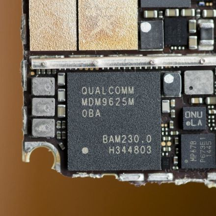 Apple said Qualcomm's tech was no good. But in private communications, it was 'the best.' [Paywall]