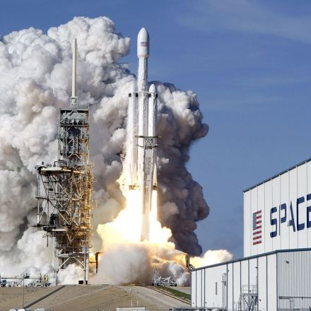 Boeing makes a fool of itself by calling out SpaceX, saying the Falcon Heavy just isn't big enough