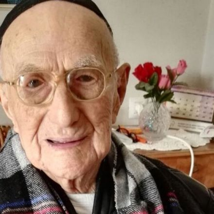 World's oldest man, Auschwitz survivor Yisrael Kristal dies - BBC News