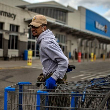 Walmart Says It Will Pay for Its Workers to Earn College Degrees