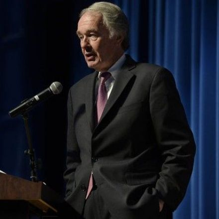US Sen. Ed Markey says mobile carriers' alleged throttling practices highlight need for 'net neutrality'