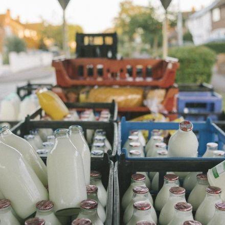 Milkmen return to London as millennials bid to cut plastic waste