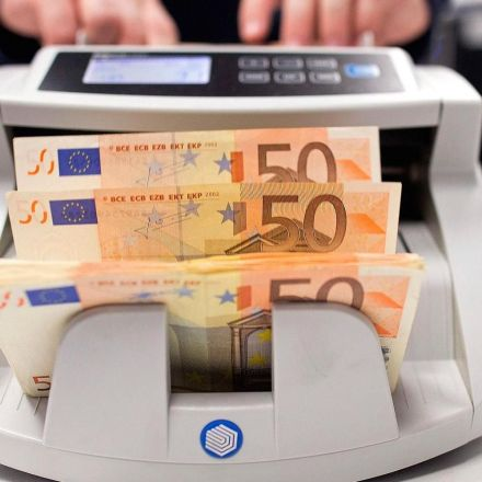 Euro jumps to 2 1/2 year high vs. dollar after Fed leaves rates unchanged