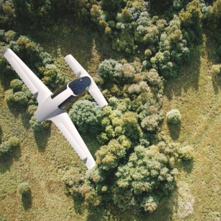 Watch Lilium's successful test flight of the world's first electric VTOL jet