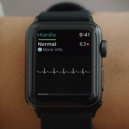 FDA clears first medical accessory for the Apple Watch—an EKG sensor