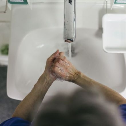 Turning the water on in a sink can launch pipe-climbing superbugs