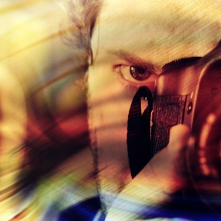 Taking a photo of something impairs your memory of it, but the reasons remain largely mysterious