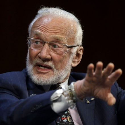 Buzz Aldrin really wants to send people to Mars — and leave them there for a long time